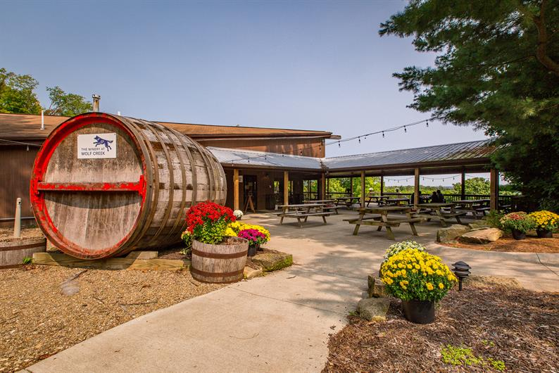 WOLF CREEK WINERY AND MORE LOCAL HOTSPOTS NEARBY