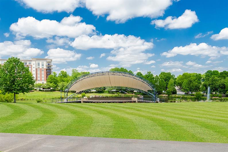 Enjoy Concerts and Festivals at Nearby Symphony Park