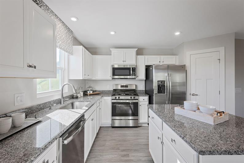 OPEN CONCEPT KITCHEN WITH LUXURY FEATURES INCLUDED