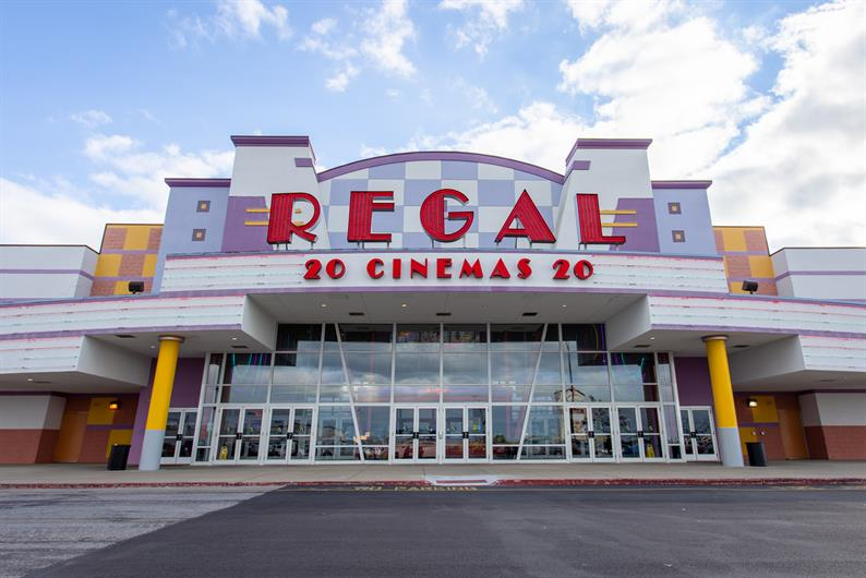 DATE NIGHT TAKES HOLLYWOOD AT ATLAS AND REGAL CINEMAS