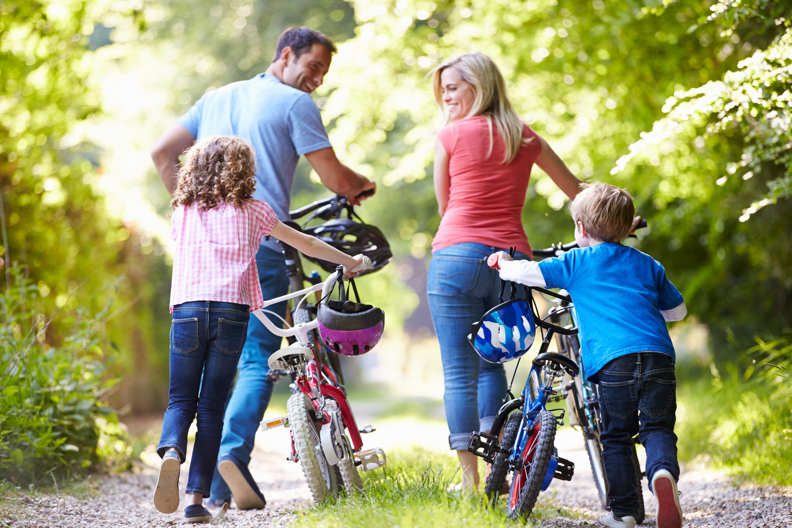 From Stonebridge, an afternoon excursion is a short ride away. Enjoy the many parks and trails of Fairfax County in this scenic Centreville location.