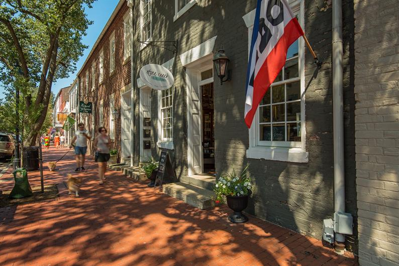 WALK OR BIKE 1 MILE TO DOWNTOWN FREDERICKSBURG