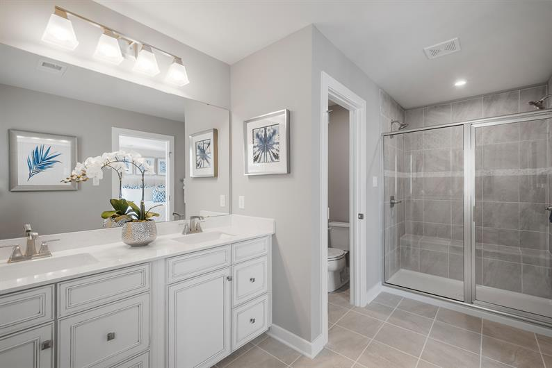 PRIVATE EN SUITE WITH SPACE FOR TWO MAKES FOR EASY MORNING ROUTINES