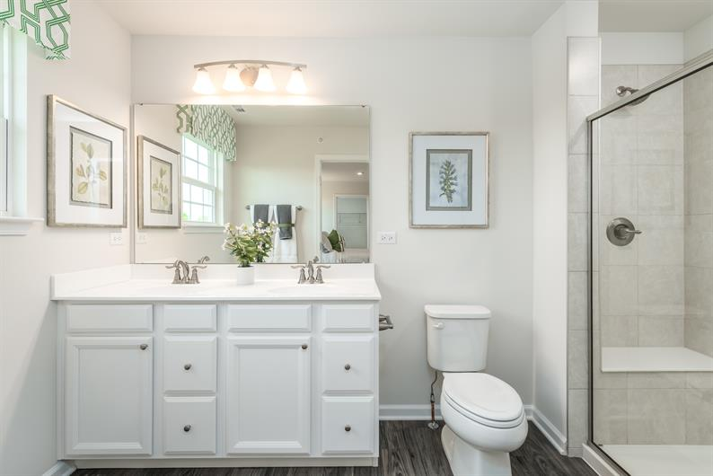 Spacious En-Suite Owner's Bath