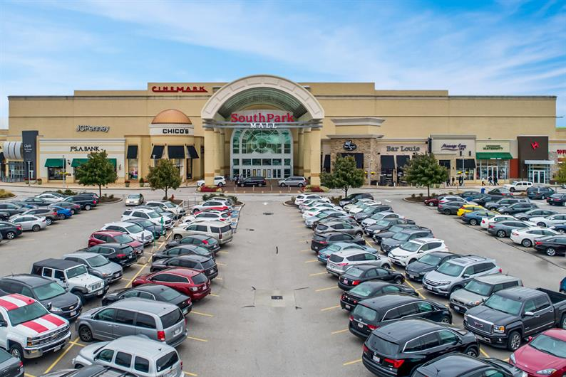 STRONGSVILLE SHOPPING AND ENTERTAINMENT ARE CLOSE BY FOR ERRANDS AND FUN