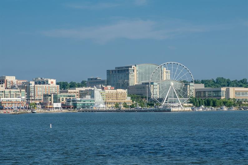 ENJOY THE CONVENIENCE TO NATIONAL HARBOR