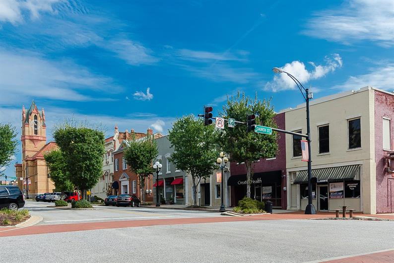 Live close to Hwy 81 and Downtown Anderson