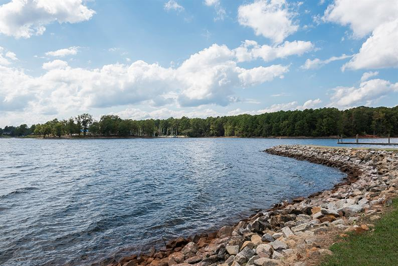Spend Some Time on the Water at Mountain Island Lake and Lake Wylie