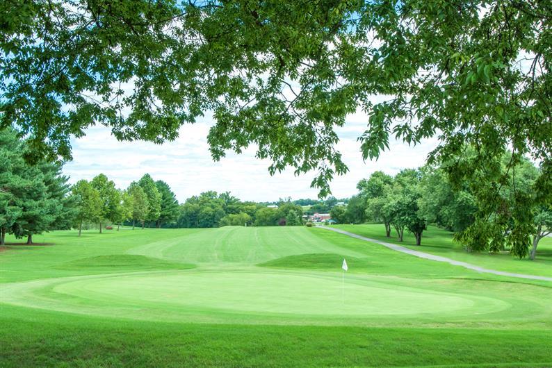 Golf just 5 minutes away