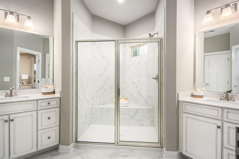 LUXURIOUS OWNER'S BATHROOM