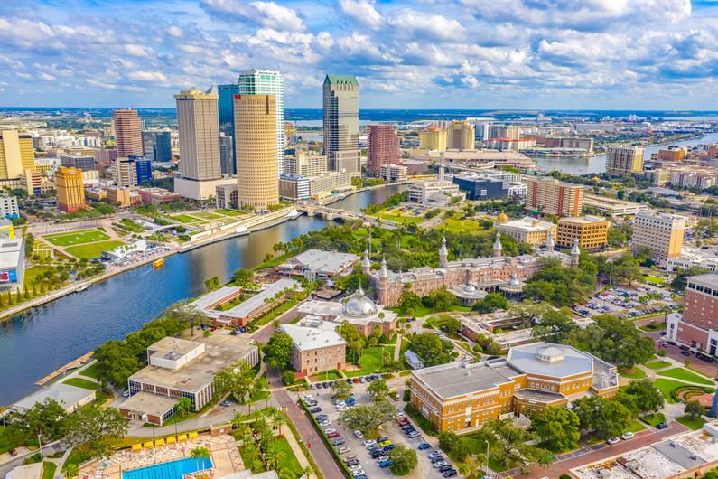 EASY ACCESS TO DOWNTOWN TAMPA