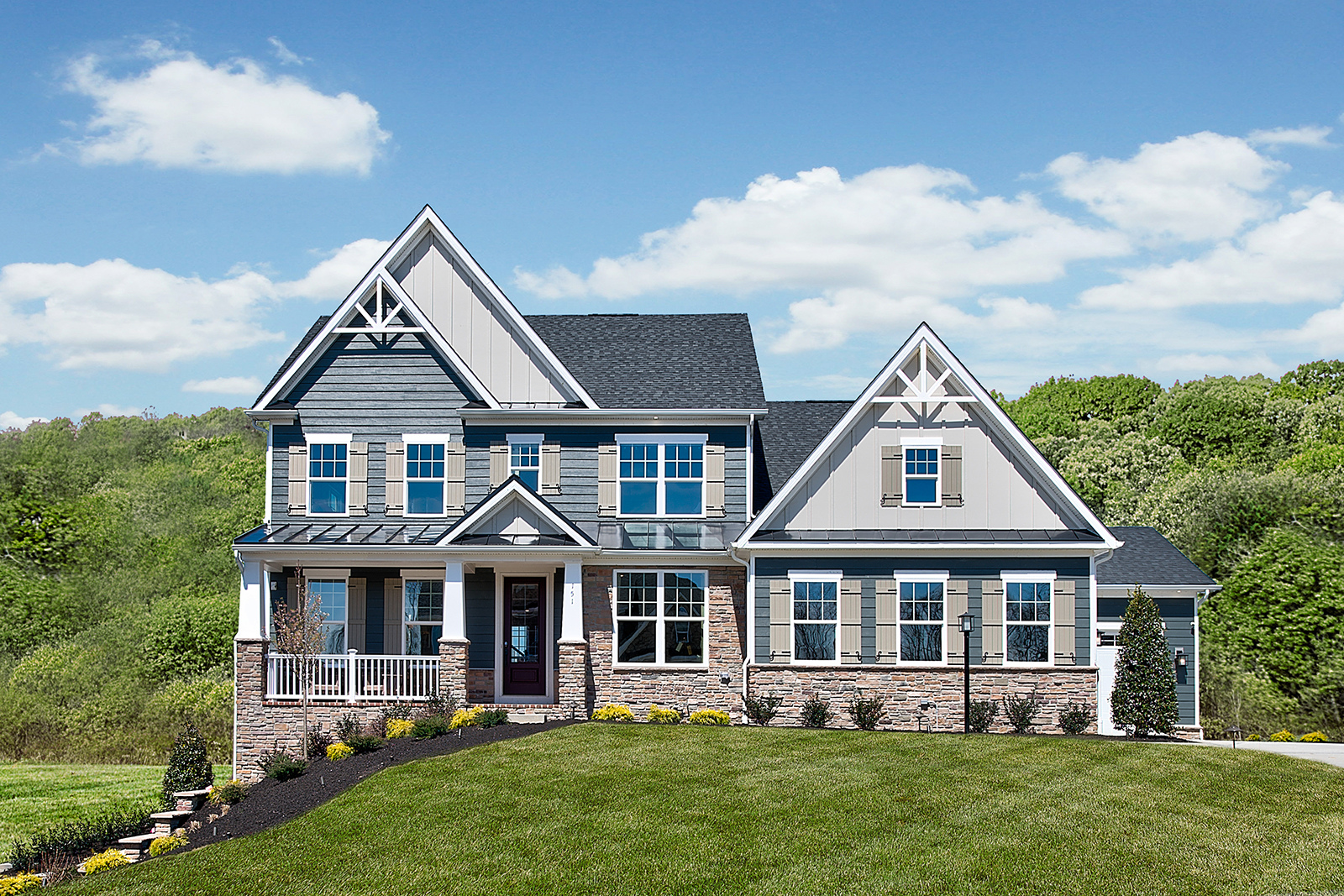 "Wooded homesites in Robinson Township with beautiful luxury homes.&nbsp;<a href=""#visit"">Click here</a> to schedule your visit today!"
