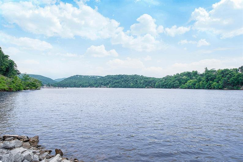 PICTURESQUE CHEAT LAKE