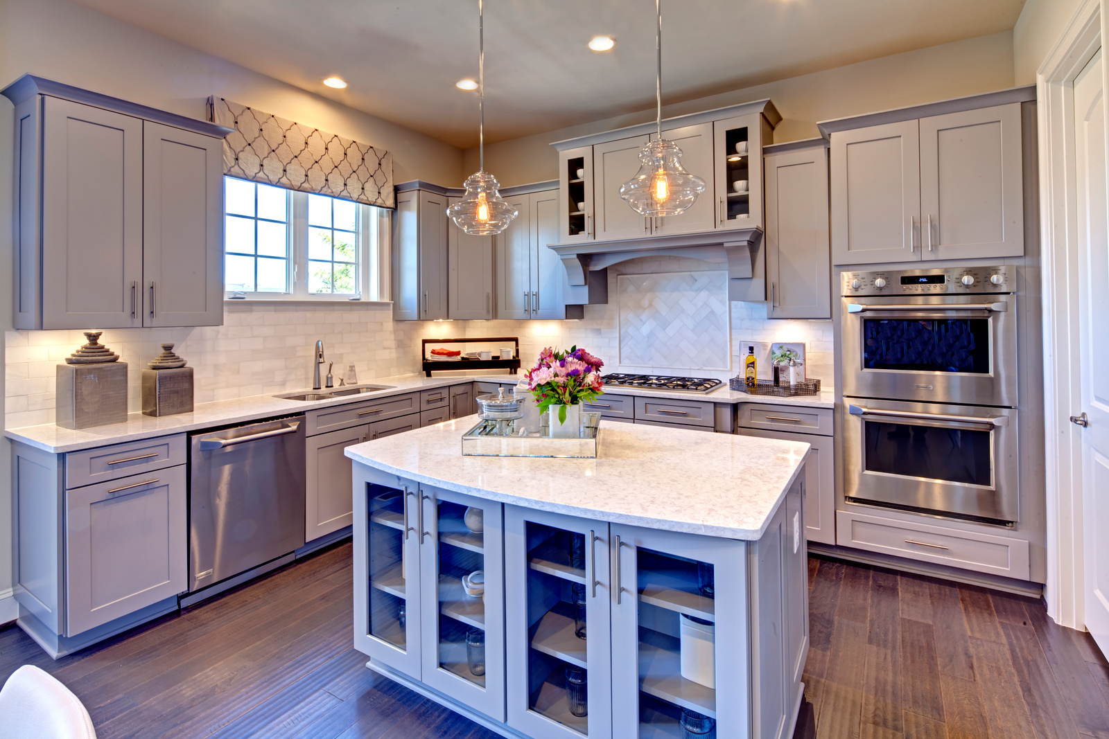Personalize the kitchen of your dreams with NVHomes. Offering the latest in cabinetry, lighting and countertops, you'll find just the perfect design to suit your style.