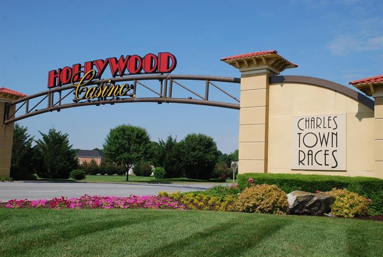 DATE NIGHT AT THE HOLLYWOOD CASINO