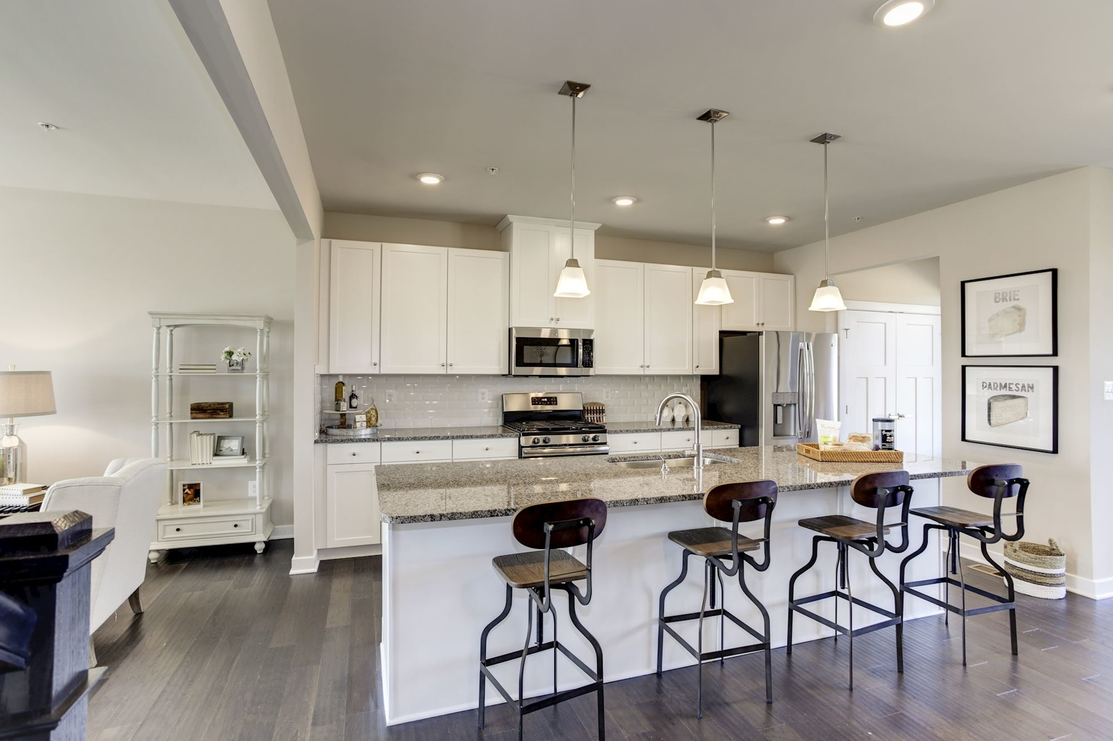 Glenn Dale Crossing Townhomes & Townhome Condos