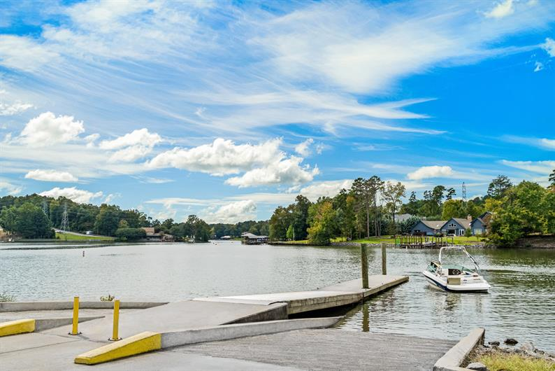 Less Than A Mile To Lake Wylie Boat Access