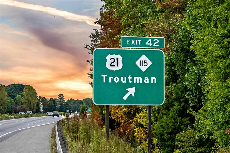 1 MILE FROM I-77 MAKING IT EASY TO GET TO MOORESVILLE, STATESVILLE, AND MORE