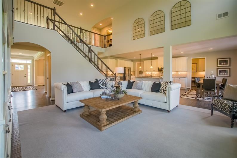 GREAT SPACES FOR ENTERTAINING AND FLOWING FLOORPLANS