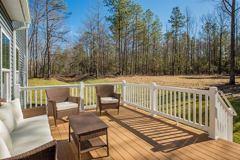 A SPACIOUS HOMESITE ALLOWS YOU TO CREATE THE IDEAL OUTDOOR LIVING SPACE