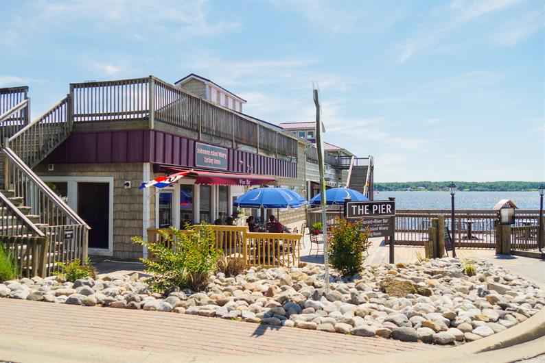 Lots of dining options at Solomons Island