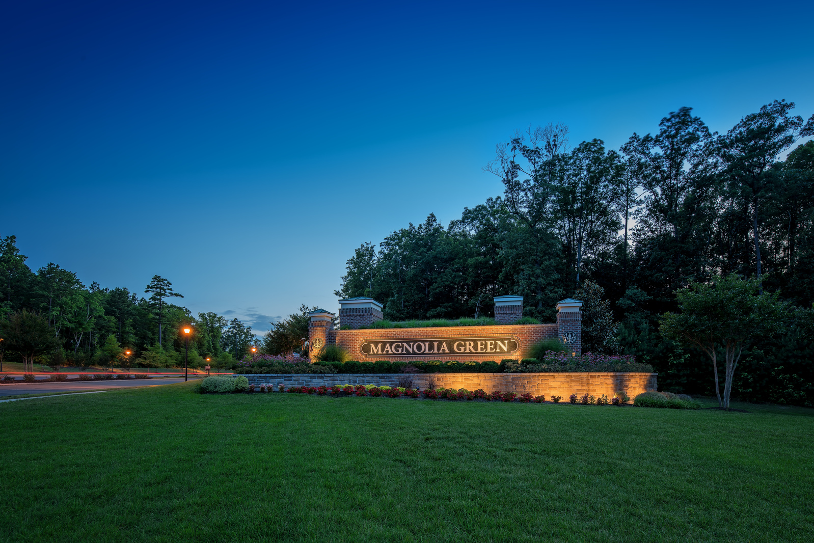 Get ready to fill your social calendar with golf tournaments, summer festivals, pool parties, movie nights, marathon runs & more! It's the Magnolia Green way of life!