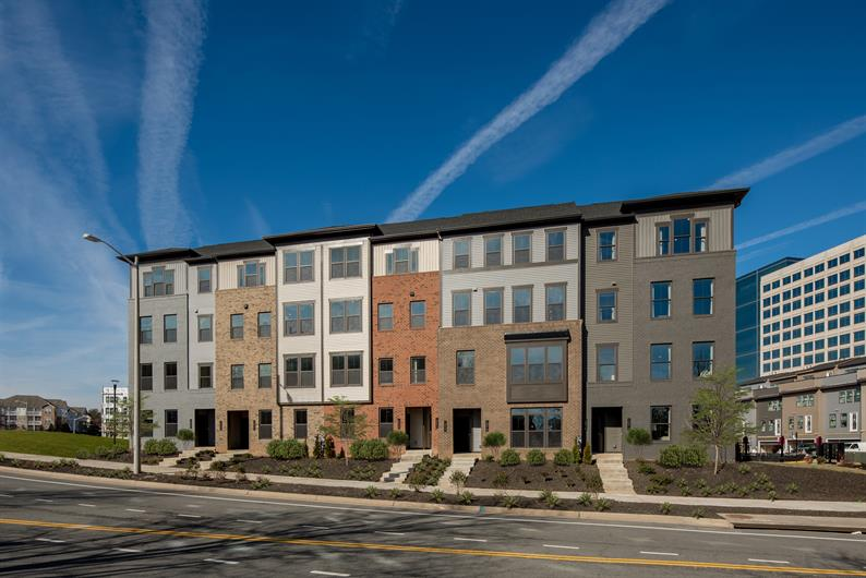 DID YOU KNOW FOSTER'S GLEN ALSO FEATURES 2-LEVEL CONDOS?
