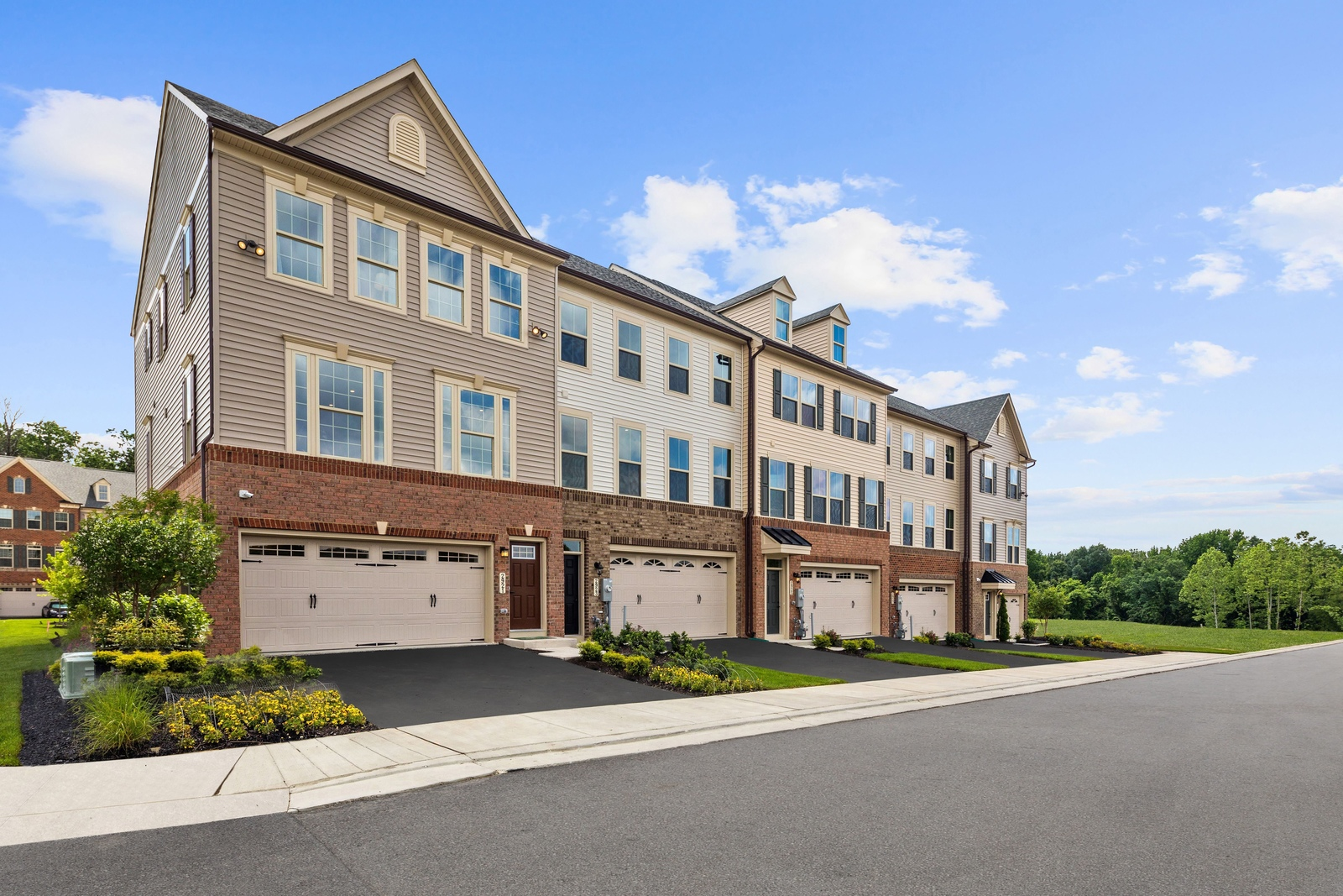 Parkside 3 Bedroom Townhomes with Garage
