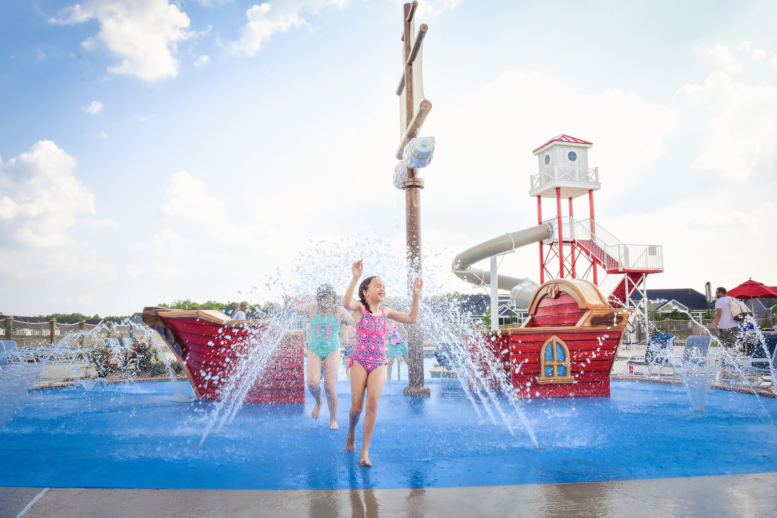 The kids will love the pool's splash area - the perfect play area for hot summer days.