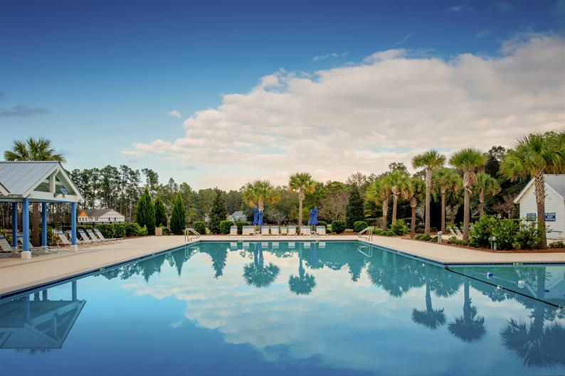 Resort amenities and lifestyle in Summerville