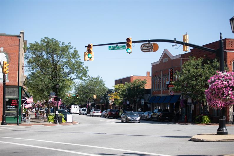 ENJOY SHOPS AND A STROLL THROUGH THE DOWNTOWN WILLOUGHBY HISTORIC DISTRICT