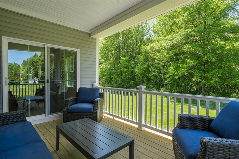 ENTERTAIN IN THE GREAT OUTDOORS WITH A COVERED PORCH