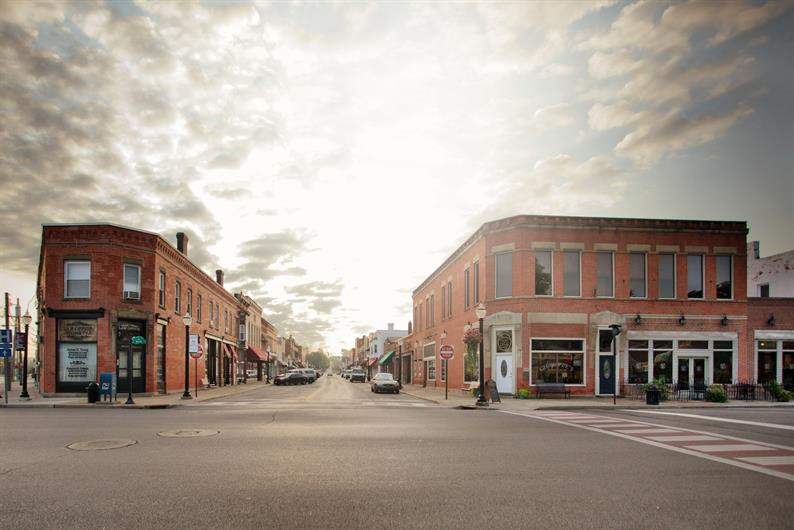 ENJOY A NIGHT OUT IN POPULAR DOWNTOWN AMHERST OR ON THE WATERFRONT