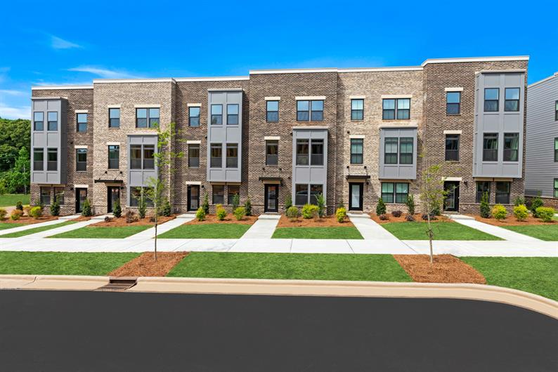 LIVE NEAR COTSWOLD, SOUTHPARK, AND UPTOWN CHARLOTTE